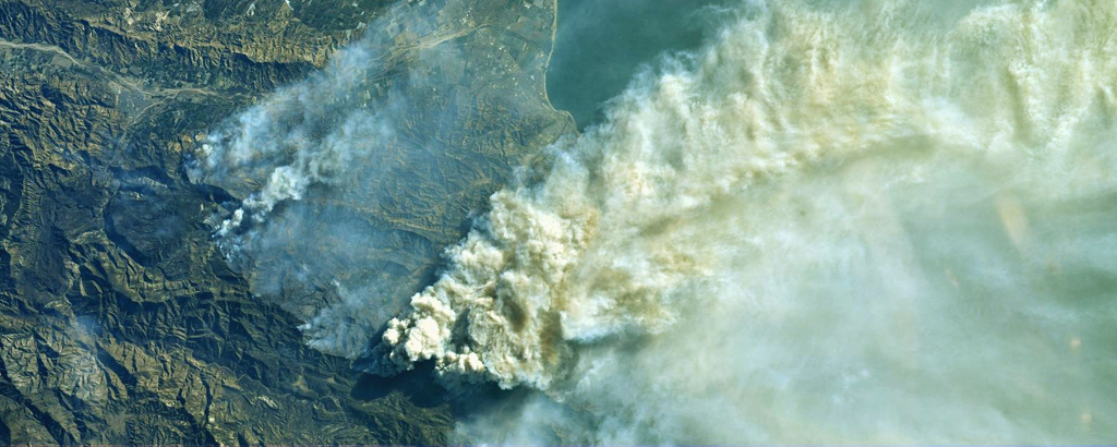 Photo satellite de l'incendie de forêt en Californie