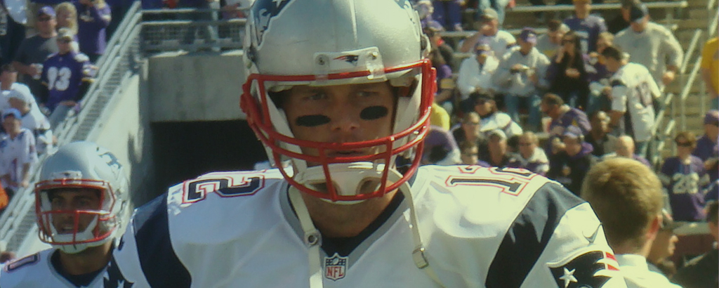 Tom Brady in tenuta da football americano